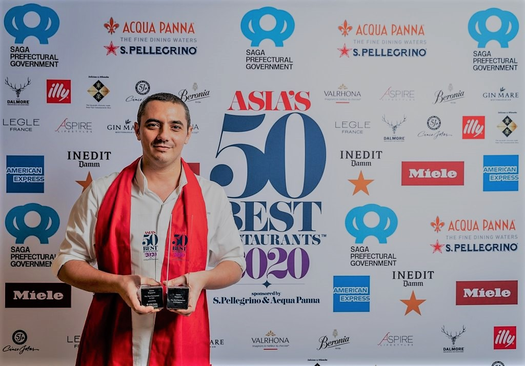 "Julien Royer, chef do ODETTE, em Singapura, ""The Best Restaurant in Asia 2019 & 2020"", e os patrocinadores dos ""Asia's 50 Best Restaurants"""